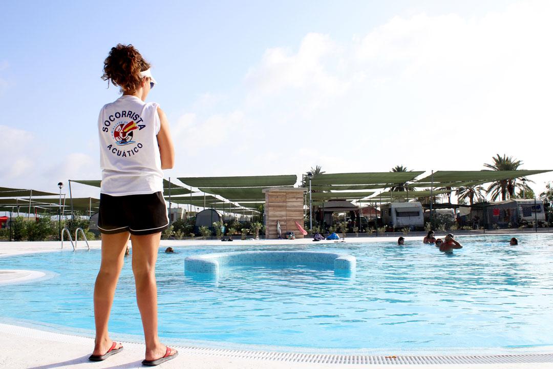 piscina_camping_mar_menor_socorrista