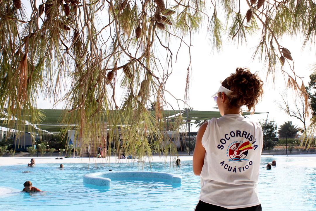 piscina_camping_mar_menor_socorrista2